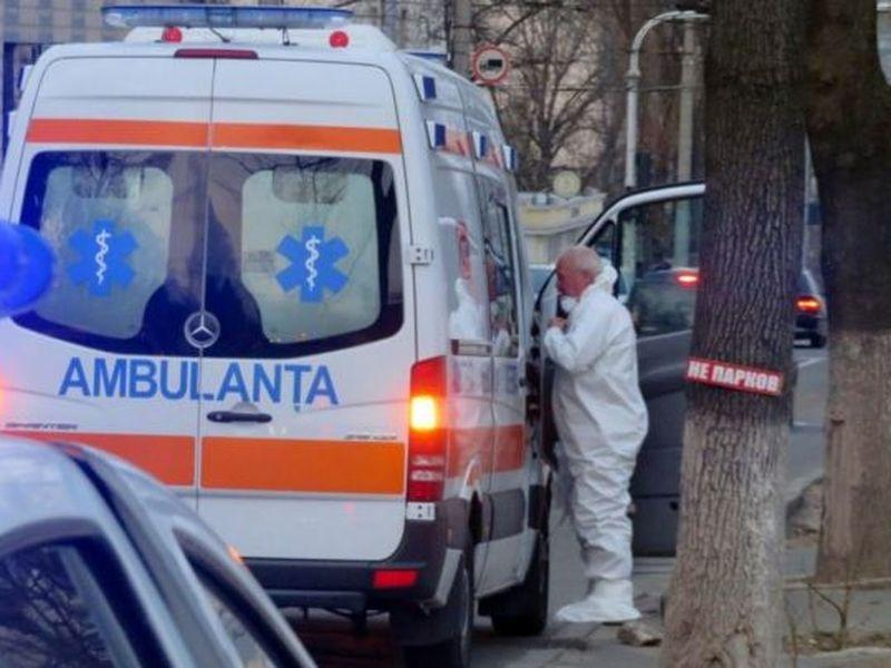 Un bolnav asimptomatic de COVID, care a refuzat internarea, a murit. Găsit în stop-cardiac în propria casă