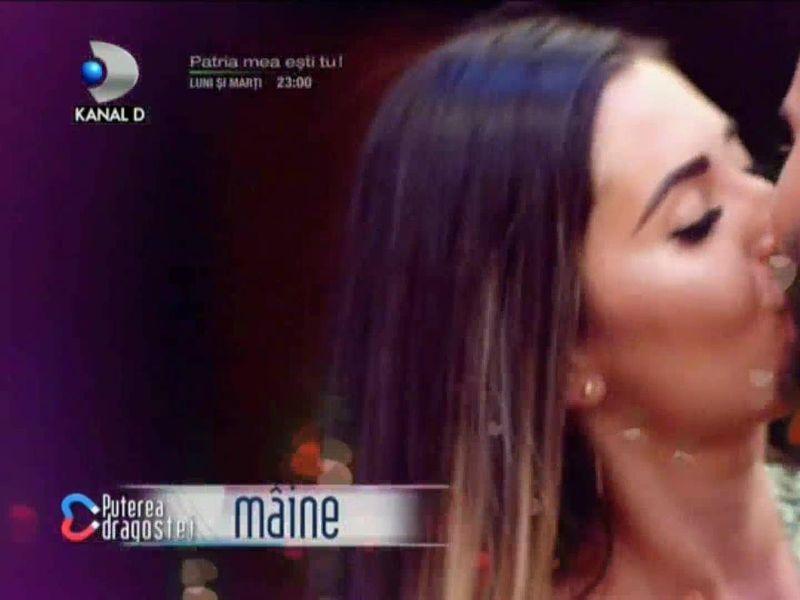 Se lasă cu săruturi din a doua zi! Două cupluri sunt pe cale să se formeze în casa Puterea dragostei