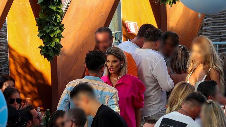 Ramona Olaru, scene de gelozie în public! Dani Oțil nu știa pe unde să scoată cămășa când a văzut cearta dintre Ramona și Cuza