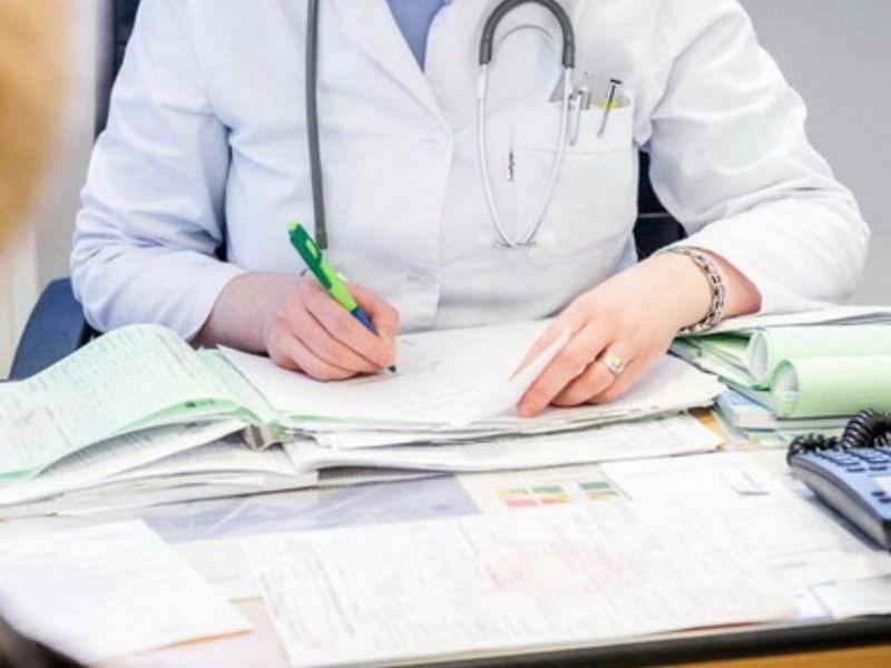 Pacientă, dată în judecată, după ce și-a hărțuit medicul! Femeia i-a trimis sute de mesaje jignitoare și de amenințare