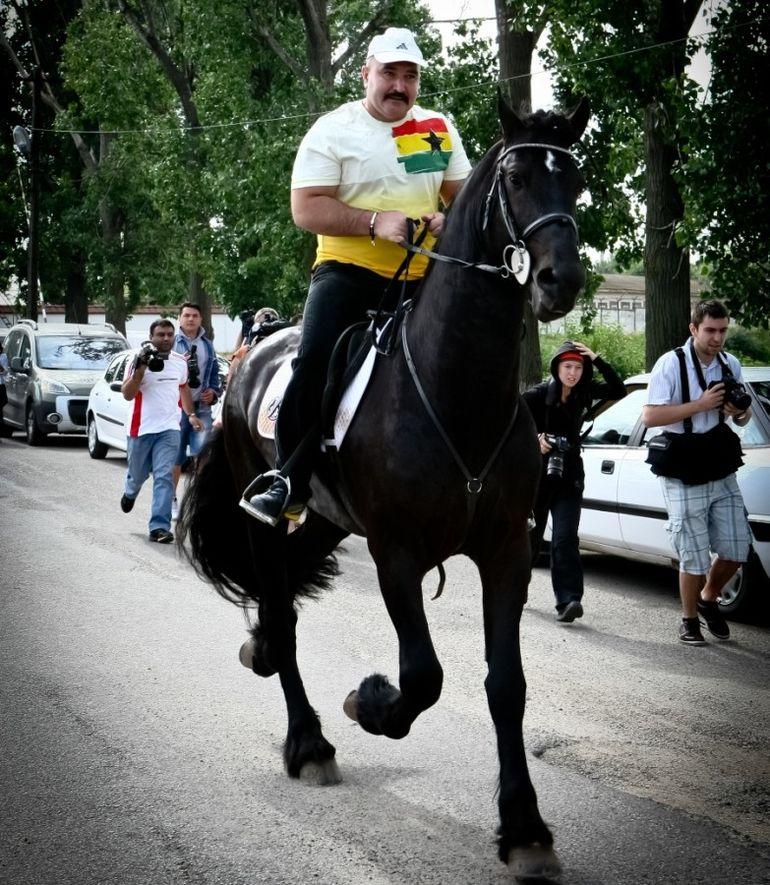 """Tentativă de asasinat asupra lui Nuțu Cămătaru! Ce a pățit interlopul care a vrut să-l lichideze pe """"șeful greilor"""" din Capitală? Așa își reglau conturile adevărații mafioți"""