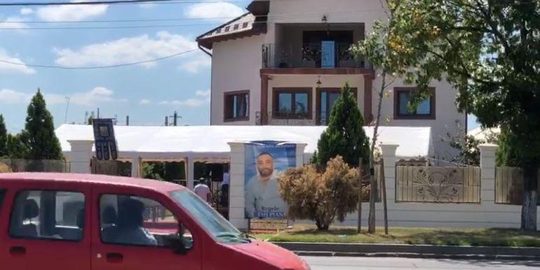 VIDEO | Primele imagini de la priveghiul lui Emi Pian! Curtea este plină de oameni! Soția și restul familiei sunt îngenunchiați de durere
