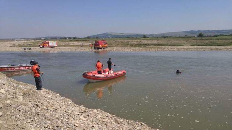Sătul de bătăi, un bătrân și-a ucis fiul, l-a tranșat și a aruncat cadavrul într-un râu! Pescarii au găsit părți din trupul neînsuflețit și au alertat autoritățile!
