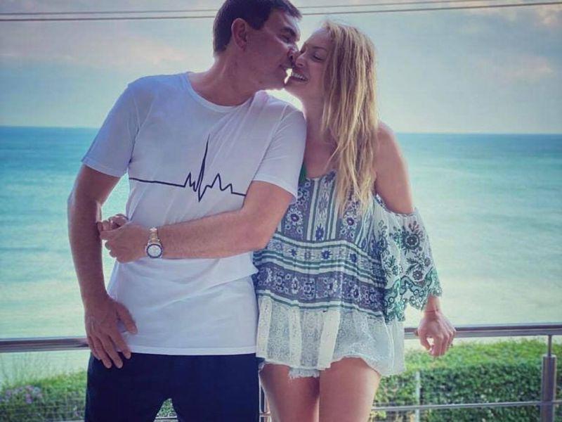 """Cristi Borcea, vacanță cu prima și ultima soție! Fostul patron de la Dinamo și-a dus familia extinsă pe litoral! """"Ne place să fim împreună"""""""