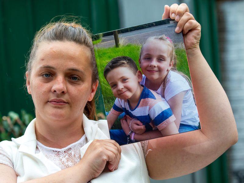 """Agonia mamei după ce fiul, în vârstă de 8 ani, s-a prăbușit și a murit din cauza unei boli misterioase la câteva minute după ce i-a spus """"te iubesc"""""""