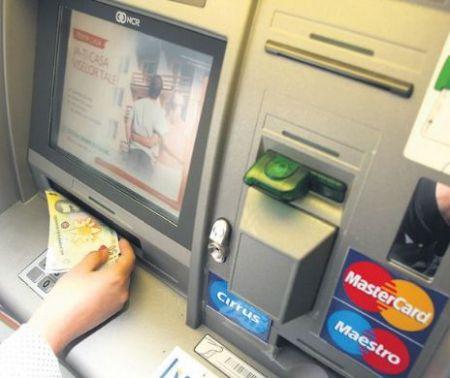 Revoluție în sistemul bancar. Poți scoate banii cu telefonul, fără card