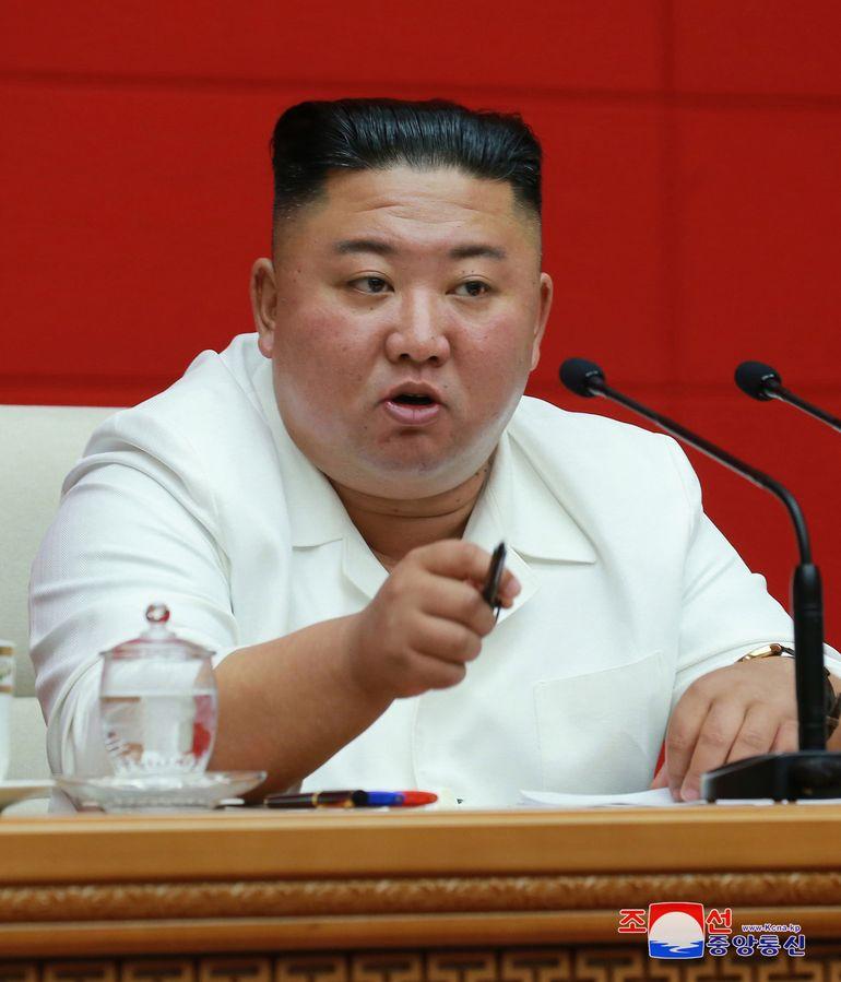 Primele imagini cu Kim Jong Un. Cum arată dictatorul coreean după ce s-a spus că ar fi în comă