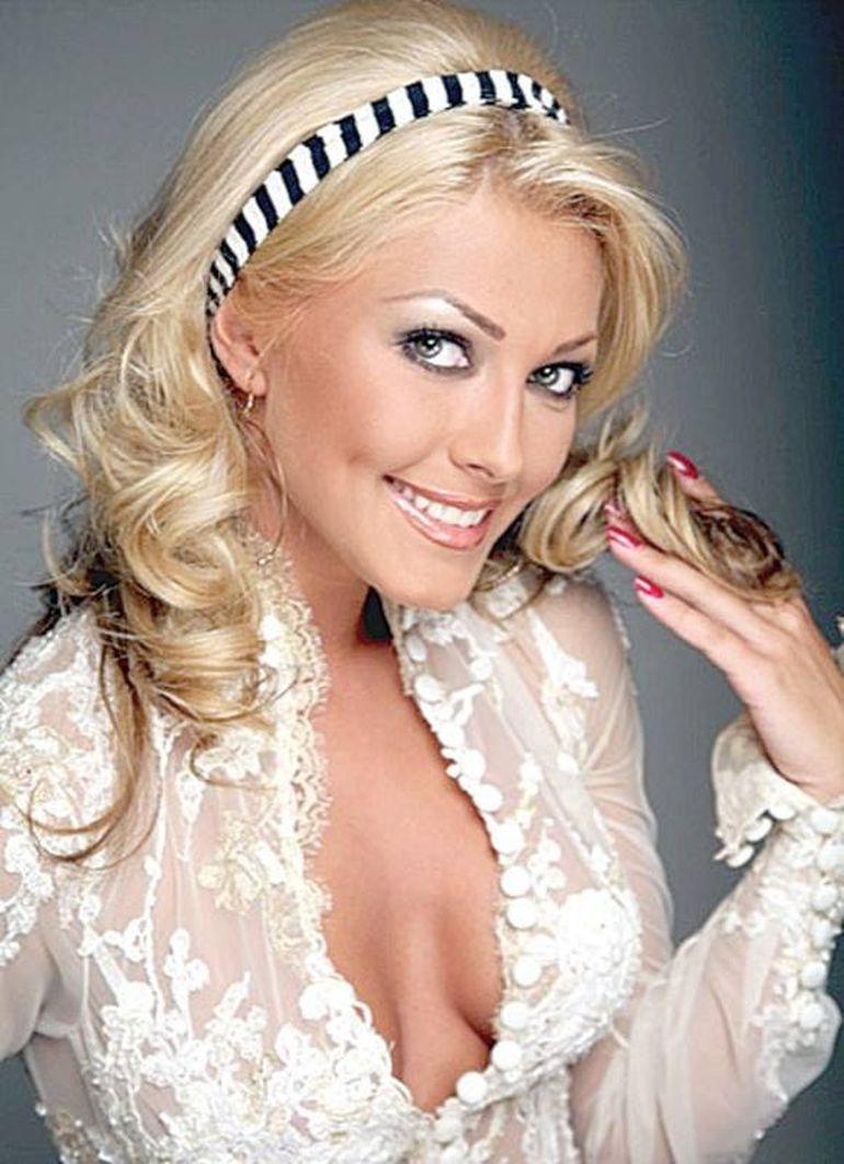Cum arăta Ilinca Vandici în urmă cu 13 ani, atunci când prezenta emisiunea Magic Taxi, pe Kanal D