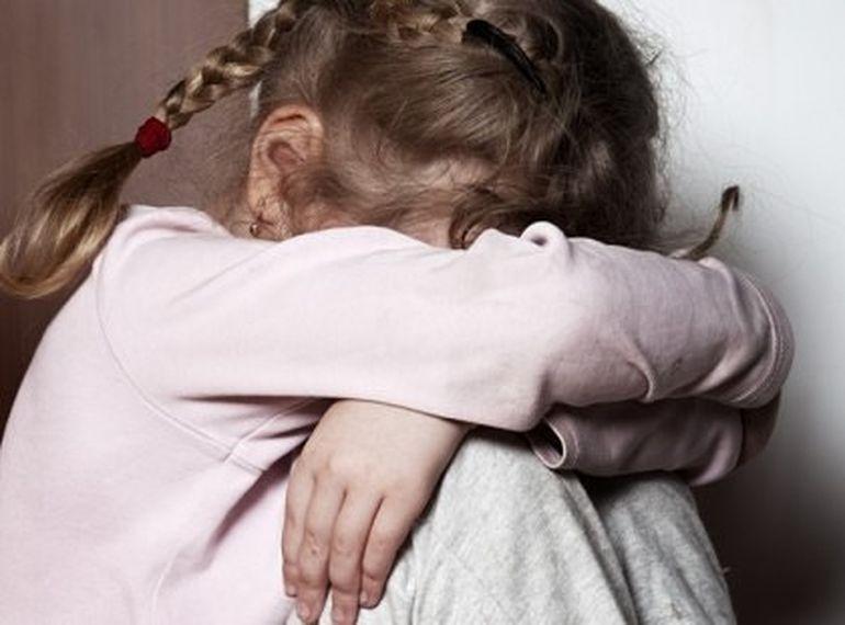 Caz șocant. O copilă a fost abuzată de un bărbat condamnat la 22 de ani de închisoare pentru omor!