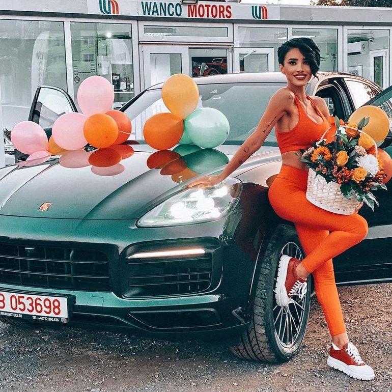 """Adelina Pestrițu și-a primit cadoul de vis! Mesajul vedetei după ce s-a pozat cu noua achiziție: """"Dupa chipul si asemanarea femeilor..."""""""