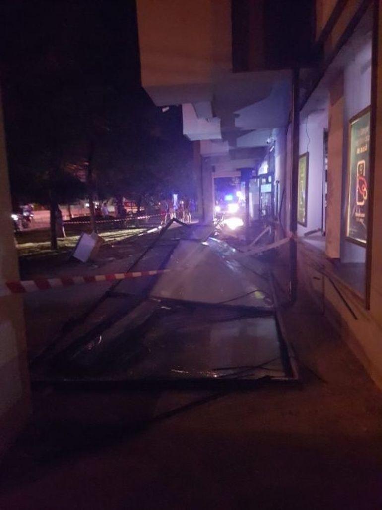 Primele imagini de la momentul în care hoții au aruncat în aer bancomatele din Otopeni! Camerele de supraveghere au surprins totul