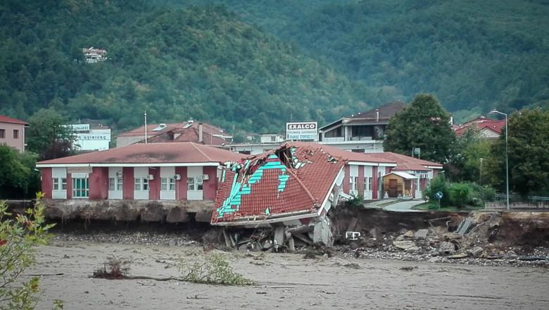 """Imagini apocaliptice din Grecia! Români surprinși de furtună în vacanță:"""" A măturat tot. E doar pământul de dedesubt"""""""
