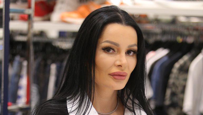 Brigitte Sfăt a publicat un mesaj pe care l-a primit de la Raluca Podea, fosta iubită a lui Florin Pastramă. Blondina a amenințat-o și șantajat-o