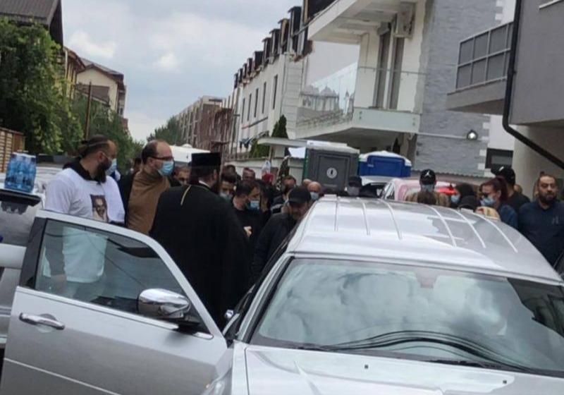 Primele imagini de la înmormântarea fratelui lui Florin Salam! Durere mare în familia manelistului