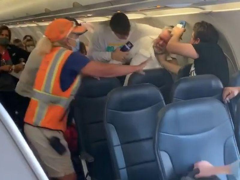 Bătaie în avion între pasageri