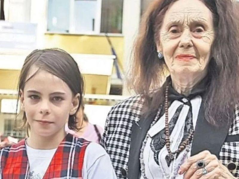 Adriana Iliescu alături de fiica sa