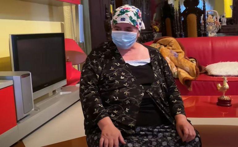 """Leo de la Strehaia e distrus! Nu se mai poate opri din plâns: """"Mama are o tumoră la ficat"""""""