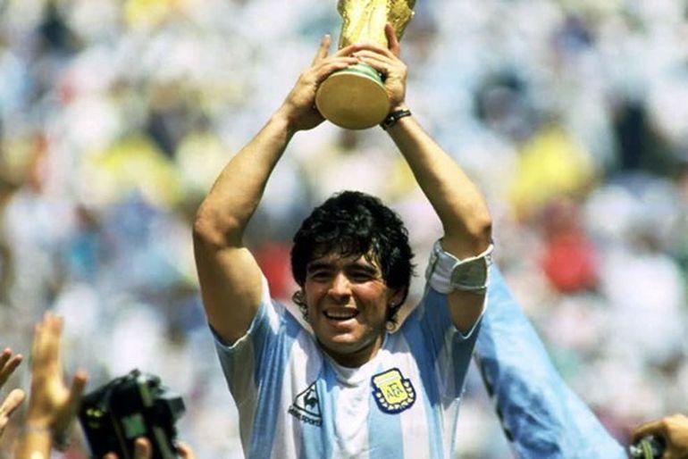 Veste șoc în lumea fotbalului! Celebrul Diego Maradona a murit la 60 de ani, în urma unui stop cardiorespirator