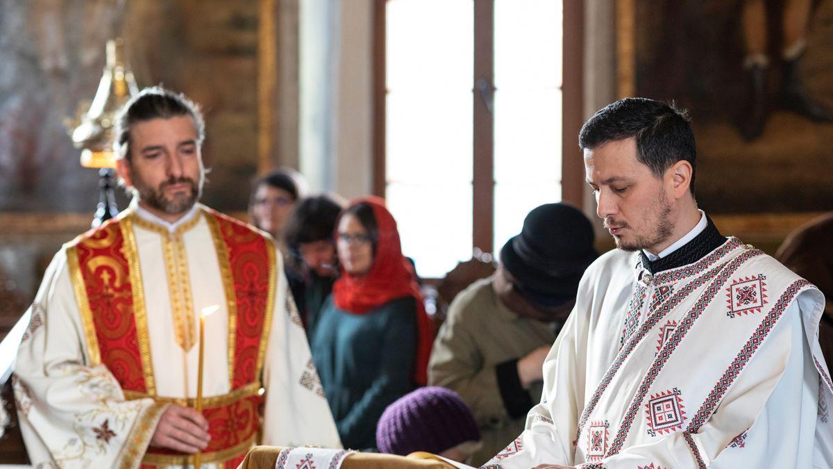 Îmbrăcat în haine preoțești, un cunoscut actor a ținut predică în biserică! Renunță la actorie în pandemie? - WOWBiz