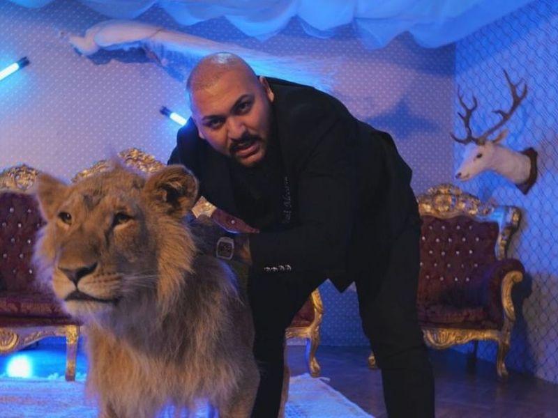 Leul rănit din videoclipul lui Dani Mocanu a fost confiscat de polițiști