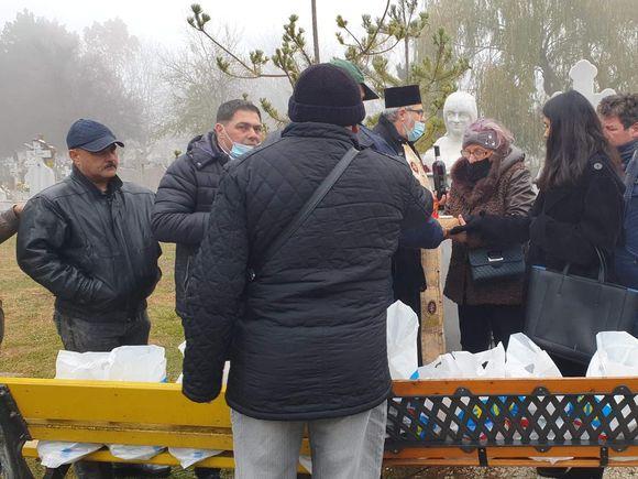 Un an de la moartea lui Cornel Galeș! Imagini exclusive de la parastasul văduvului Ilenei Ciuculete! Singura fiică a lipsit de la cimitir