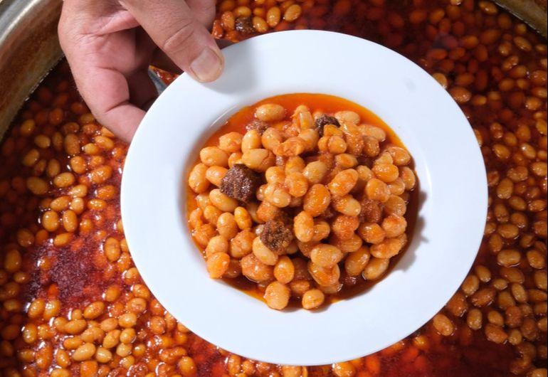 """Motivul pentru care se mănâncă fasole de 1 Decembrie. Cum a ajuns """"mâncarea săracilor"""