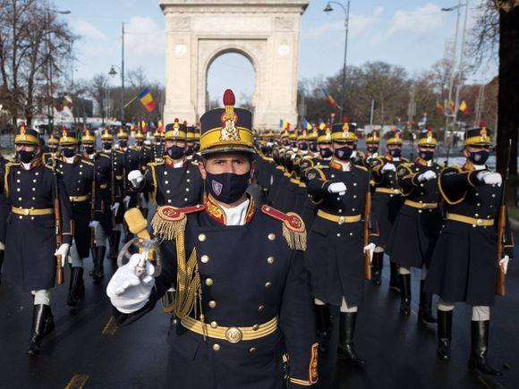 Un 1 Decembrie special. Românii au urmărit parada de Ziua Națională din spatele micilor ecrane. Cum au decurs ceremoniile în marile orașe ale țării