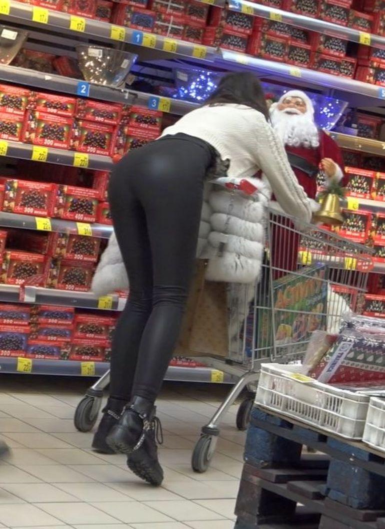 VIDEO   Filimon, nu sta așa, că-ți dă Moșu' nuiaua! Fosta Miss România a fost surprinsă de PAPARAZZI în ipostaze fierbinți, la cumpărături de cadouri