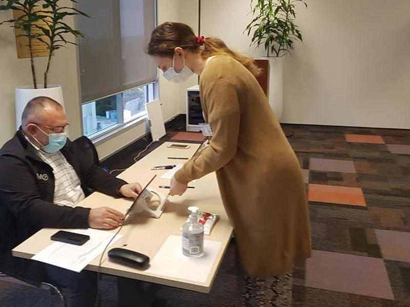 O femeie, primul votant din străinătate