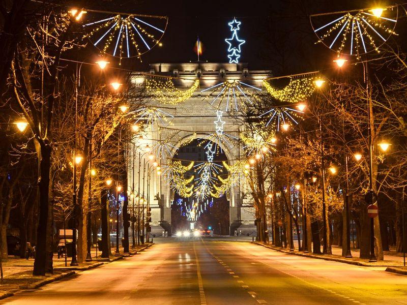S-au aprins luminițele de Crăciun 2020 în București