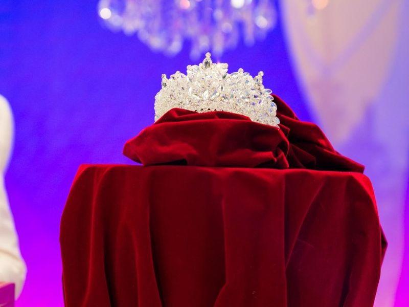 """Imagini in exclusivitate! Cum arată coroana învingătoarei """"Bravo, ai stil! Celebrities"""""""