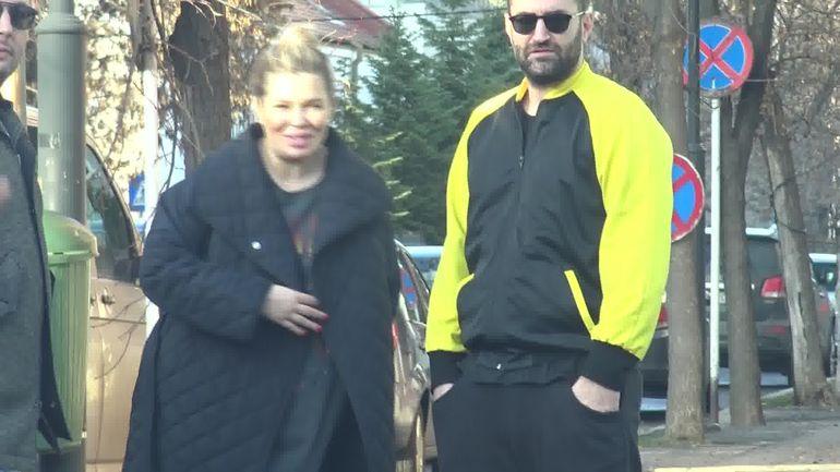 Imagini-bombă cu Smiley și Gina Pistol, graviduță în ultimul trimestru de sarcină! Cât de mult i-a crescut burtica! WOWbiz va felicită pentru felul COOL în care ați reacționat în fața paparazzilor!
