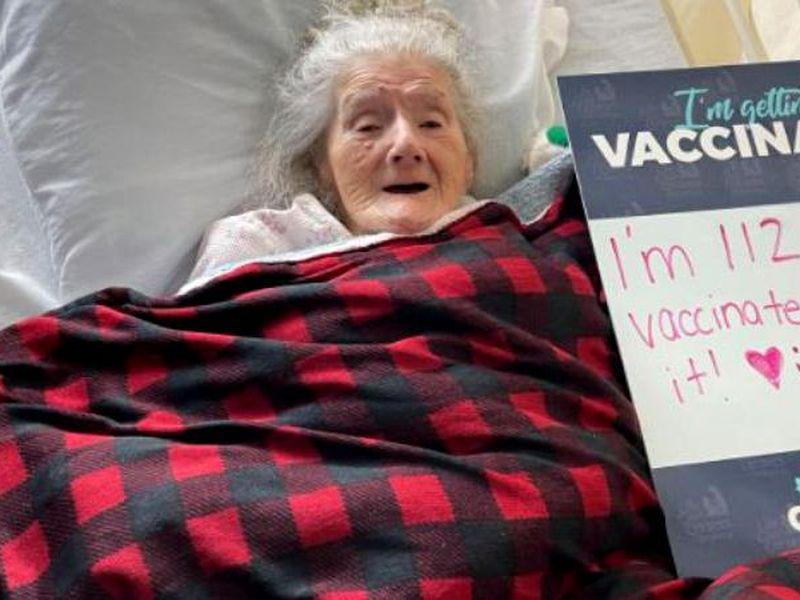 Femeie de 112, vaccinată anti-Covid