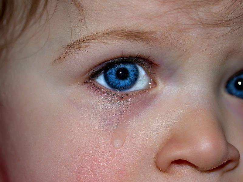 Bilețel pentru că bebelușul plângea prea mult