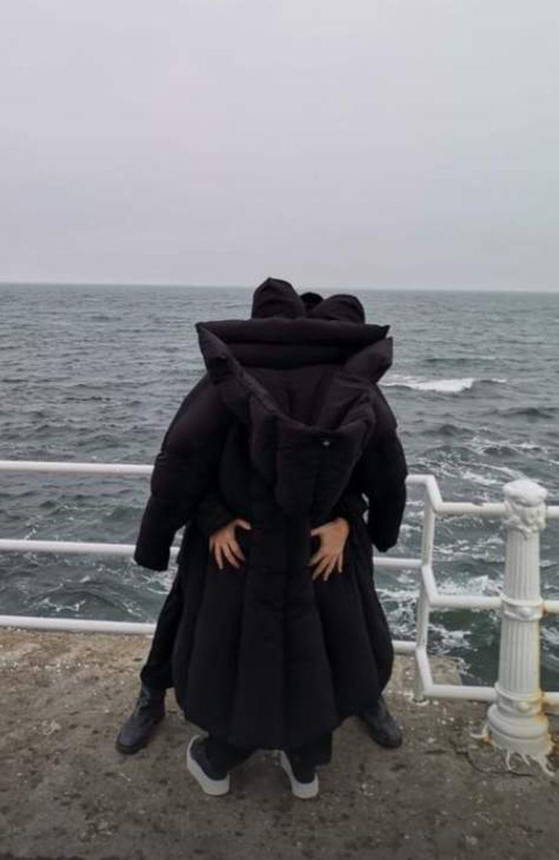Cristina Cioran și iubitul ei, atingeri tandre la malul mării! Cum au fost surprinși cei doi îndrăgostiți