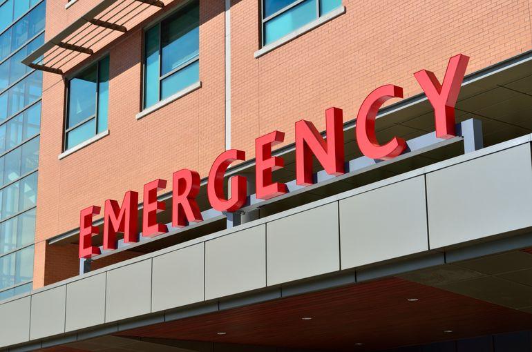 Spitalele din Los Angeles nu mai fac față! Bolnavii în stare gravă sunt lăsați să se descurce singuri. Ambulanțele nu-i mai transportă la spital!