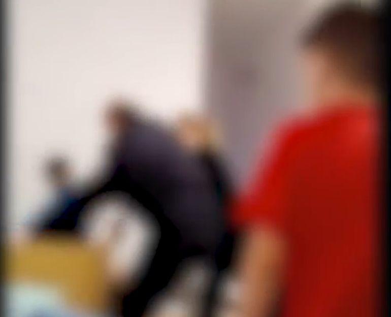Situație revoltătoare la un centru de plasament: copil bătut crunt de un agent de pază