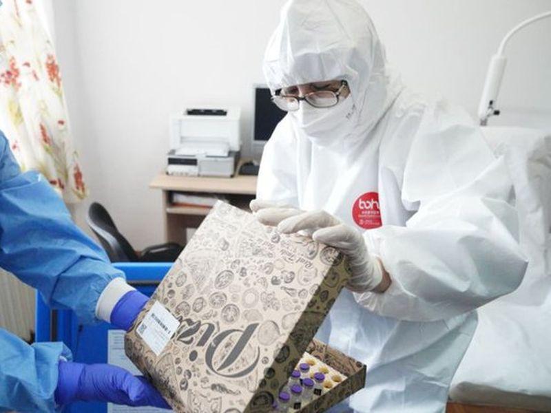 Vaccinul anti-coronavirus, distribuit în spitale în cutii de Pizza