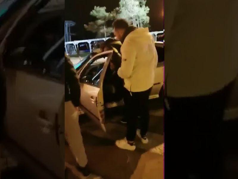 Tânărul drogat a fost filmat în timp ce urla în mașină