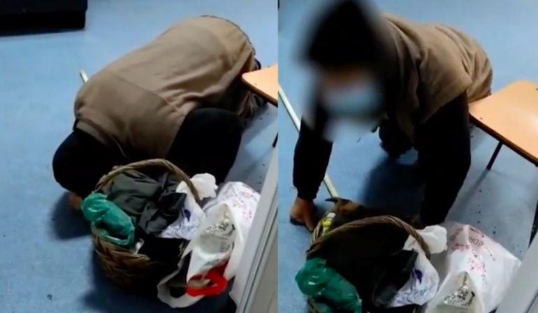 Imagini revoltătoare într-un spital din România! Un bătrân stă în genunchi și se roagă de medici ca să îl consulte. Bătrânul a așteptat 3 ore fără să fie băgat în seamă de cadrele medicale