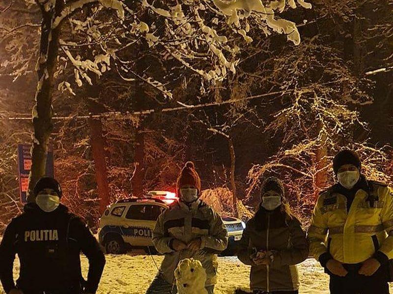 """Polițiștii chemați la datorie și luați la """"bătaie"""" cu bulgări de zăpadă"""