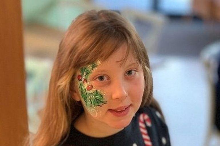 Eva, o fetiță de zece ani, răpusă de cancer. Copila nu a putut urma un tratament experimental din cauza pandemiei de coronavirus