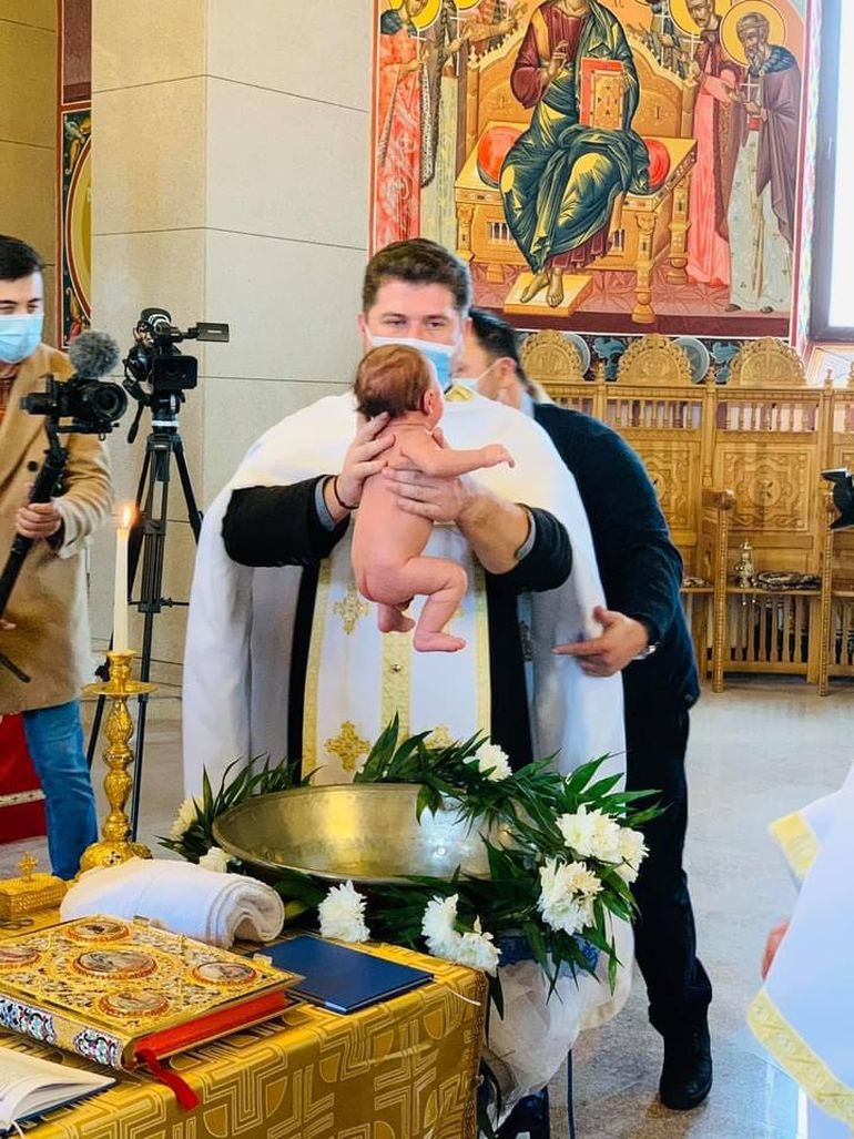 Bucurie uriașă pentru Ilinca Vandici! Sâmbătă a avut loc botezul bebelușului surorii celebrei prezentatoare TV. Imagini exclusive