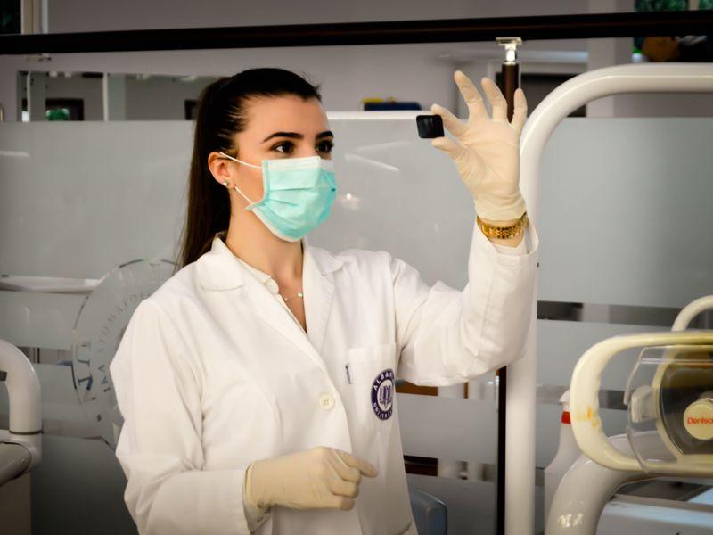 Alege Smile Ambassador pentru un implant dentar de calitate!