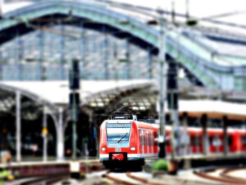 Trenuri suspendate pe ruta Gara de Nord-Aeroportul Otopeni