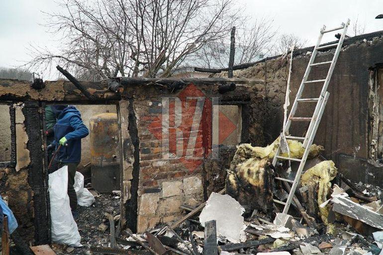 Tragedie de nedescris pentru o familie din Iași! 8 persoane au rămas fără acoperiș deasupra capului, după ce casa lor a luat foc