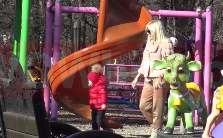 Elena Udrea și fiica ei, singure de ziua lui Adrian Alexandrov! Cum au petrecut cele două VIDEO EXCLUSIV