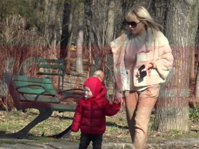 Elena Udrea și fiica ei, singure de ziua lui Adrian Alexandrov