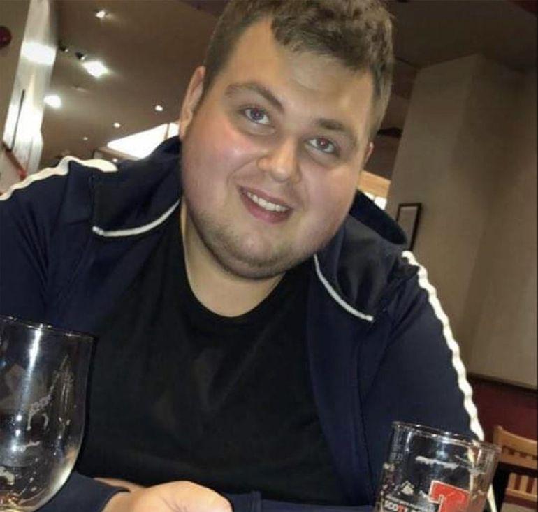 Tânărul care a slăbit 106 kilograme, după ce a renunțat la două alimente! Cum arată acum