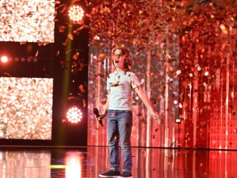 Povestea impresionantă a lui Filip Cioc! Băiatul nevăzător care a făcut pe toată lumea să plângă la un show de talente!